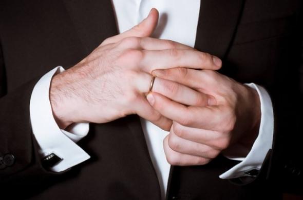 既婚者が好きで辛い…既婚者に片思いしたけど諦める方法